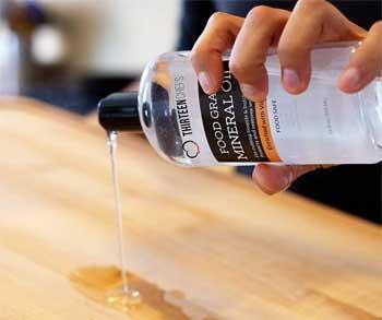 Using Food Grade Mineral Oil on Rubberwood Cutting Board